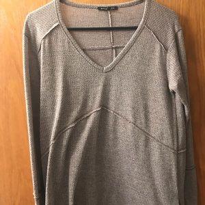 Comfy long sleeve tunic v neck shirt!